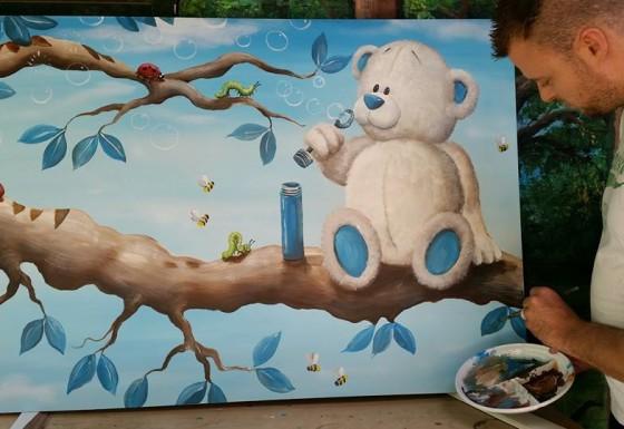 Bellenblazende beer met diertjes