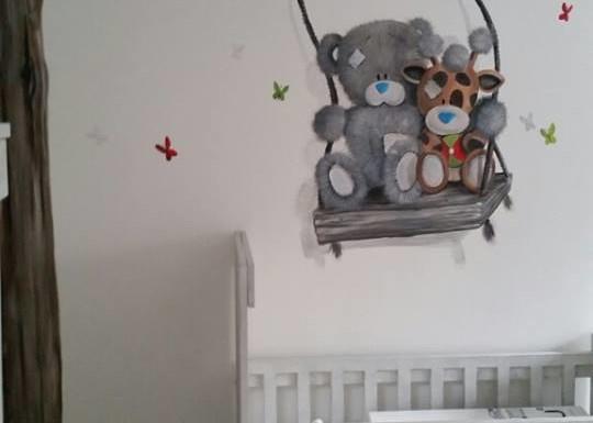 Boom met schommelende beertjes