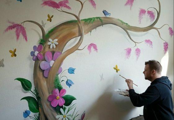 Fantasieboom met vogels en vlinders