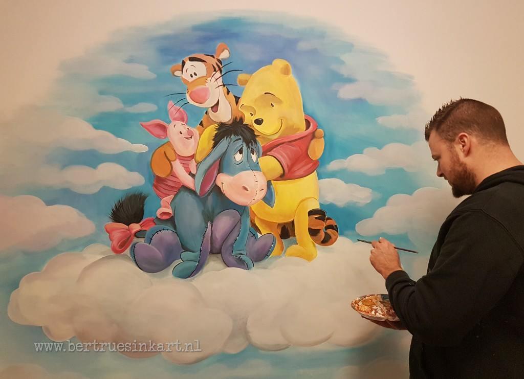 Winnie de Poeh en vriendjes op een wolk
